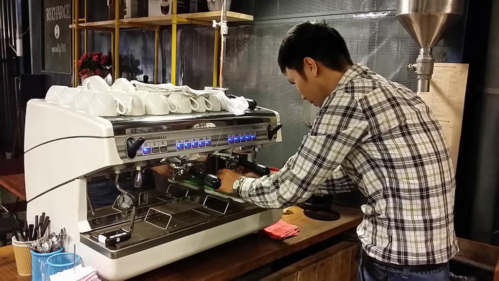 Máy pha cà phê loại nào tốt nhất giữa Electrolux, Delonghi và Tiross? 1