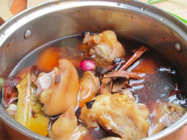 Cách làm thịt lợn hầm thuốc bắc thơm ngon đơn giản tại nhà - 4