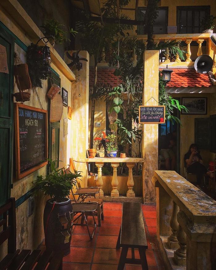 Không gian cổ kính tại quán cafe ngách 160