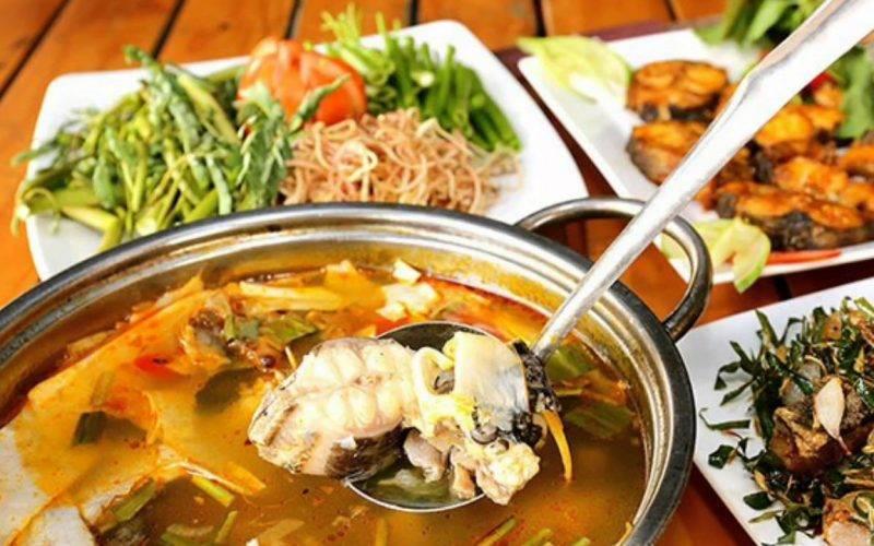 Lẩu cá tại nhà hàng Thuận Kiều