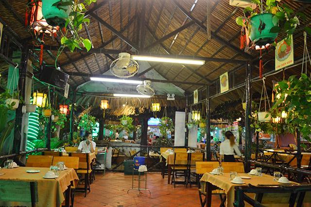 Quán ăn Quê nhà trên đường Phạm Ngọc Thạch