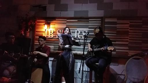 Ngồi nghe những bản tình ca ngọt ngào tại JB Star Coffee