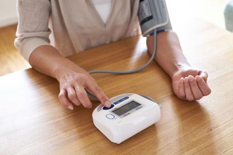 Tiêu chí chọn mau máy đo huyết áp
