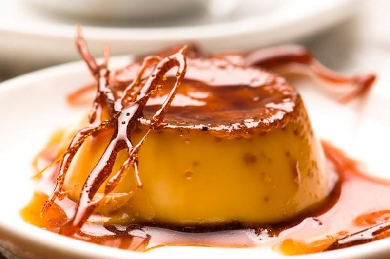 Bánh flan là một món tráng miệng hấp dẫn bởi sự thơm mịn của bánh và ngọt ngào của caramel