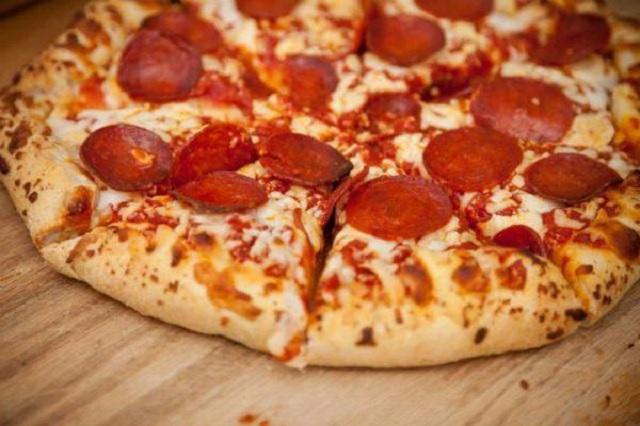 Bánh pizza xúc xích sau khi nướng