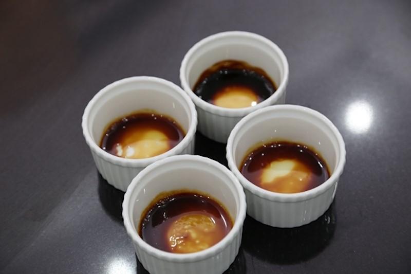 Bước đầu tiên để làm bánh flan là cần chuẩn bị phần caramel ở phần đáy