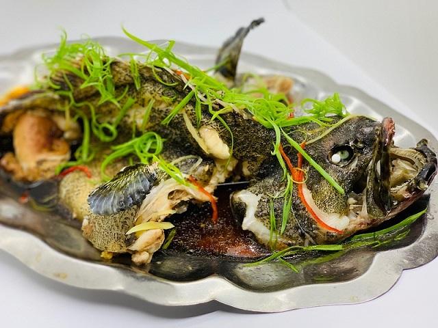 Làm cá bống mú hấp kiểu Hồng Kông