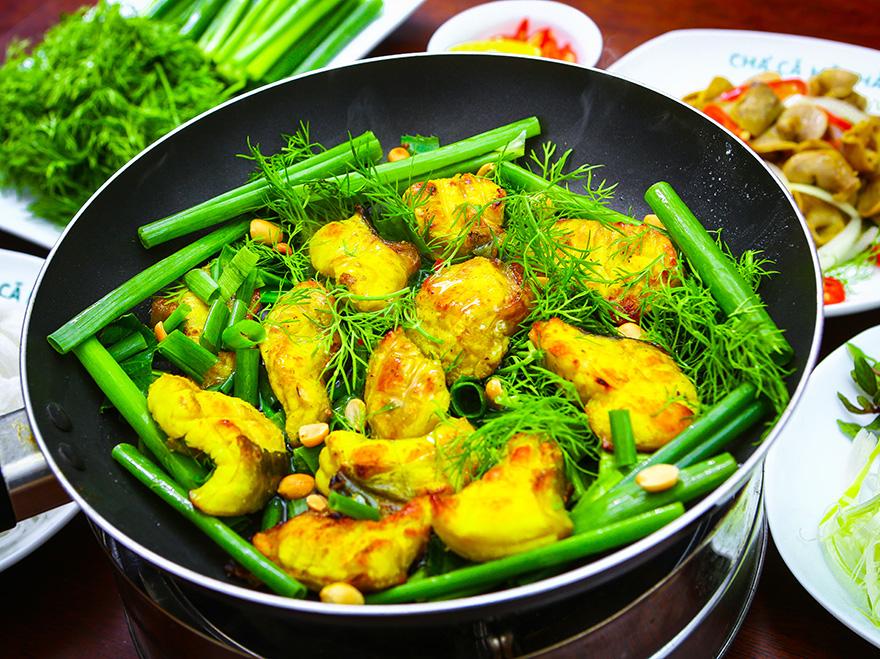 Thưởng thức món ăn ở Thạch Thảo ven sông quán