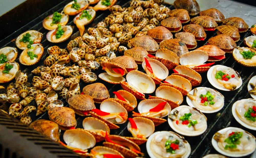 Thưởng thức hải sản Biển Đông thơm ngon
