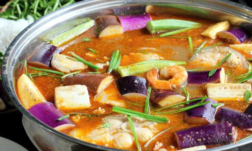 Cách nấu lẩu mắm cá lóc hải sản thơm ngon chuẩn gu miền Tây Nam Bộ