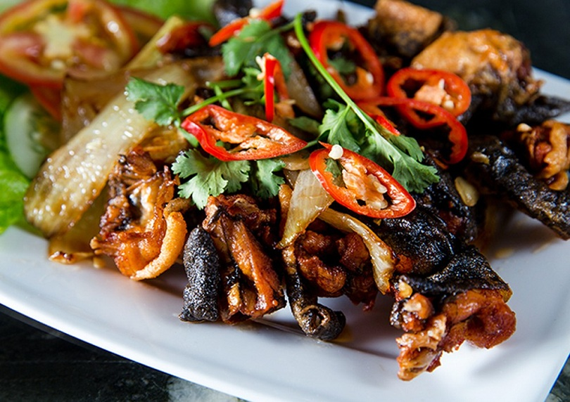 Ăn kèm cơm với ếch ngay khi còn nóng để đảm bảo độ ngon của món ăn
