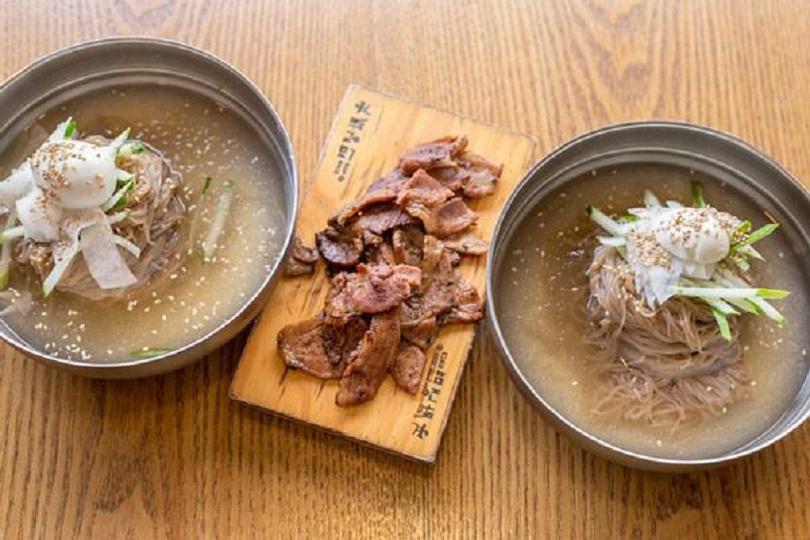 Món mì lạnh Hàn Quốc khi hoàn tất.