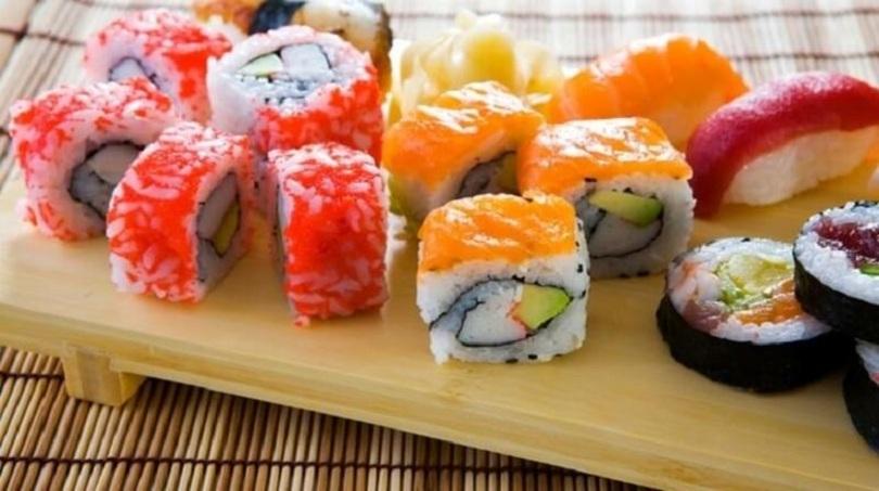 Nước chấm là thành phần không thể thiếu khi thưởng thức sushi.