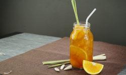 Cùng vào bếp và học cách làm trà đào cam sả cực ngon nhé! 1