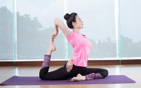 Tại sao nên dùng thảm tập yoga?