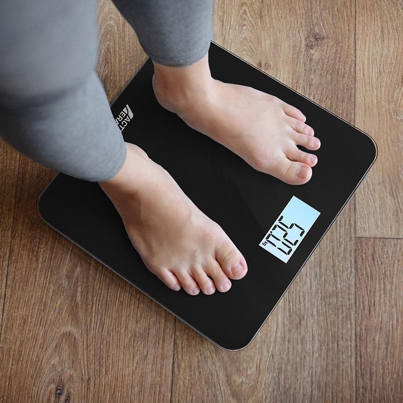 Những kinh nghiệm mua cân sức khỏe điện tử