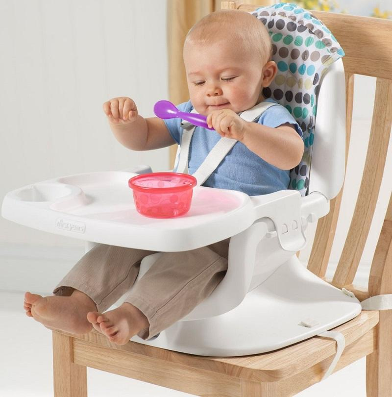 Lựa chọn ghế ăn có thiết kế dễ dùng, có khung chắc chắn