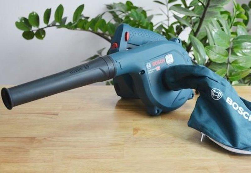 Máy thổi bụi là thiết bị chuyên dụng hỗ trợ việc loại bỏ bụi bẩn, rác thải