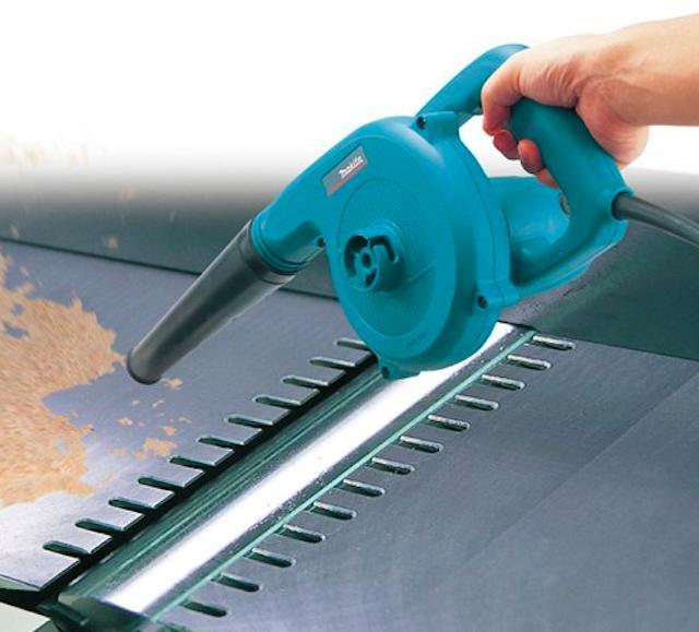 Máy cầm tay mini thích hợp dọn dẹp bụi bẩn ở những khu vực diện tích nhỏ