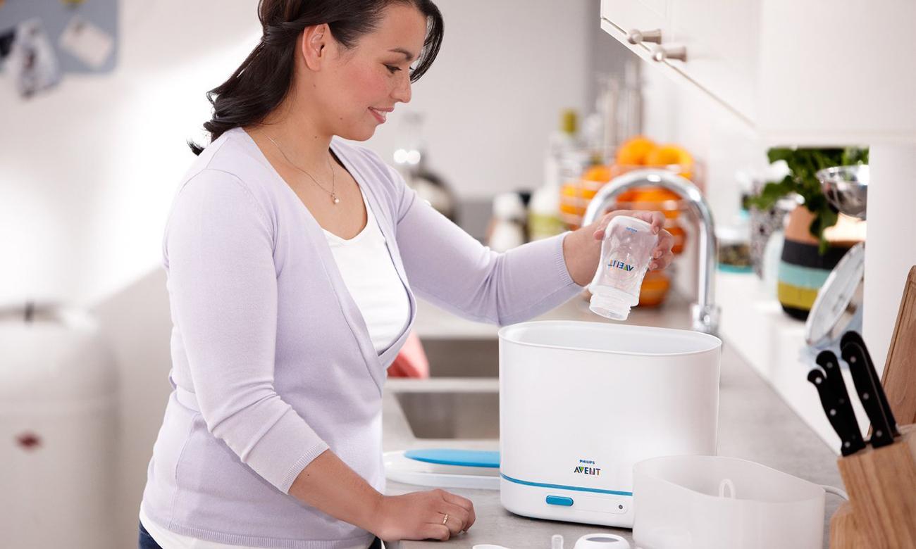 Tại sao nên sử dụng máy tiệt trùng bình sữa cho bé?
