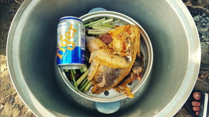 Học cách làm gà hấp bia siêu ngon.