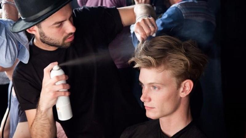 Cách dùng keo xịt tóc