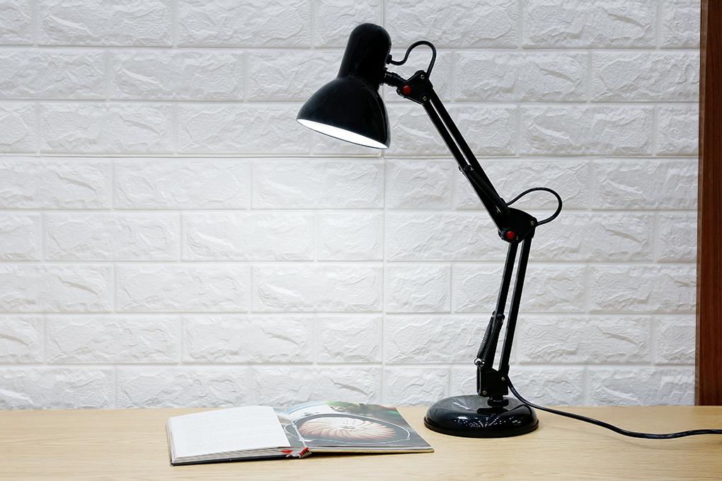 Vì sao nên dùng đèn bàn học chống cận