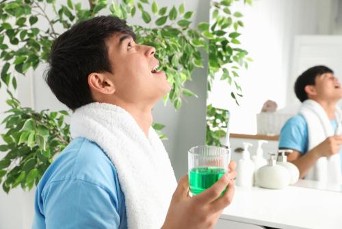 Một số lưu ý quan trọng khi sử dụng nước súc miệng