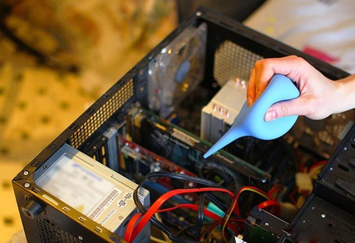 Vệ sinh máy tính khi mở case kiểm tra