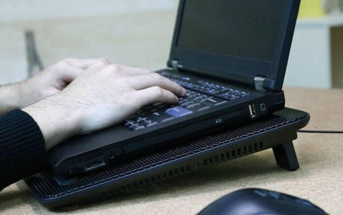 Cách sử dụng đế tản nhiệt laptop đúng cách