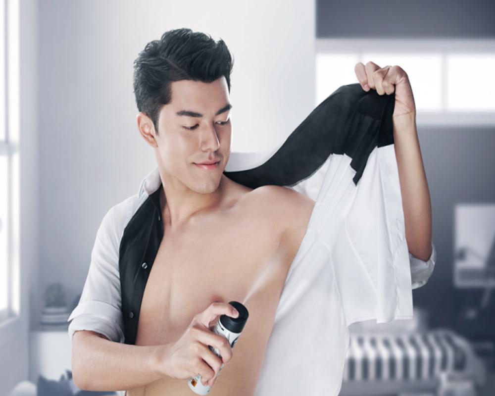 Tại sao nên sử dụng xịt khử mùi nam