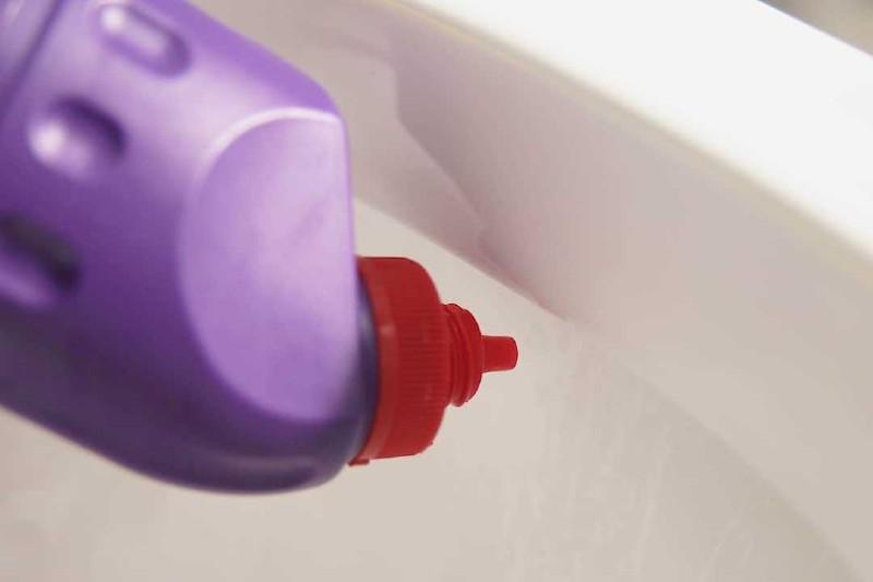 Nên mua nước tẩy bồn cầu theo các tiêu chí chất lượng riêng