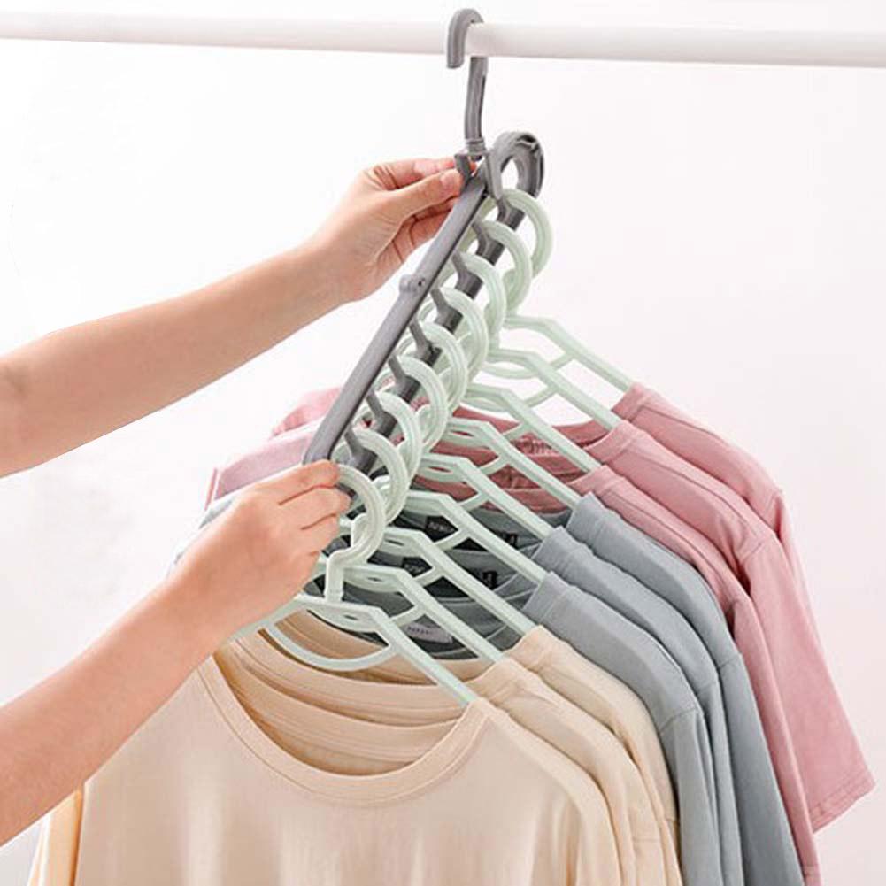 Nên lựa chọn loại móc treo quần áo làm từ vật liệu gì