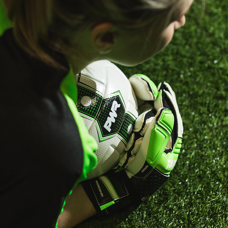 Một số lưu ý quan trọng khi lựa chọn găng tay thủ môn