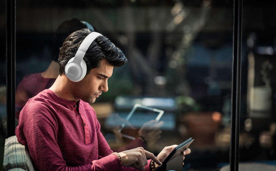 Vì sao nên sử dụng tai nghe chụp tai
