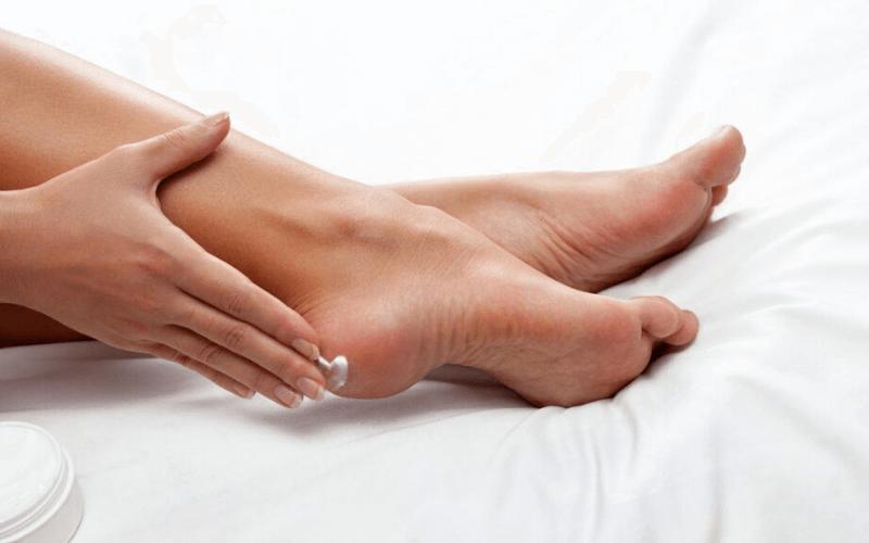 Cách sử dụng kem trị nứt gót chân tốt