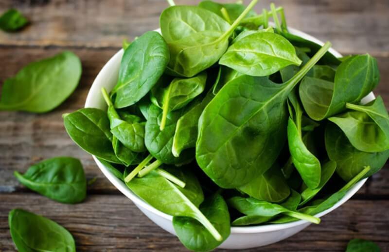 Người mang thai nên thường xuyên dùng rau chân vịt để bổ sung khoáng.