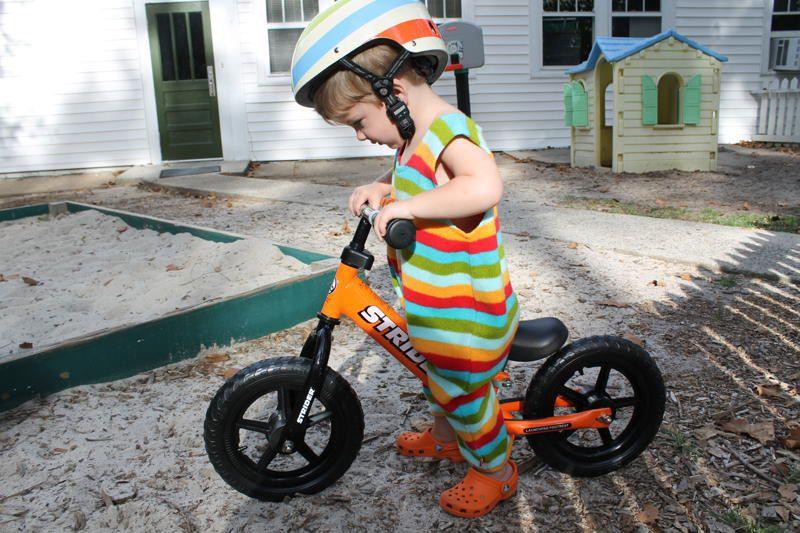 Mua xe thăng bằng có trọng lượng nhẹ giúp bé dễ điều khiển