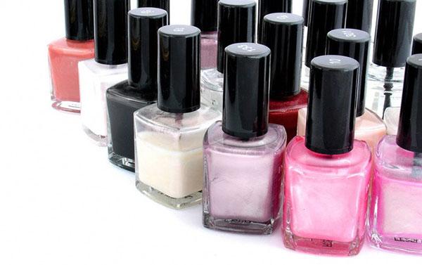Cách phân biệt sơn móng tay thật và giả