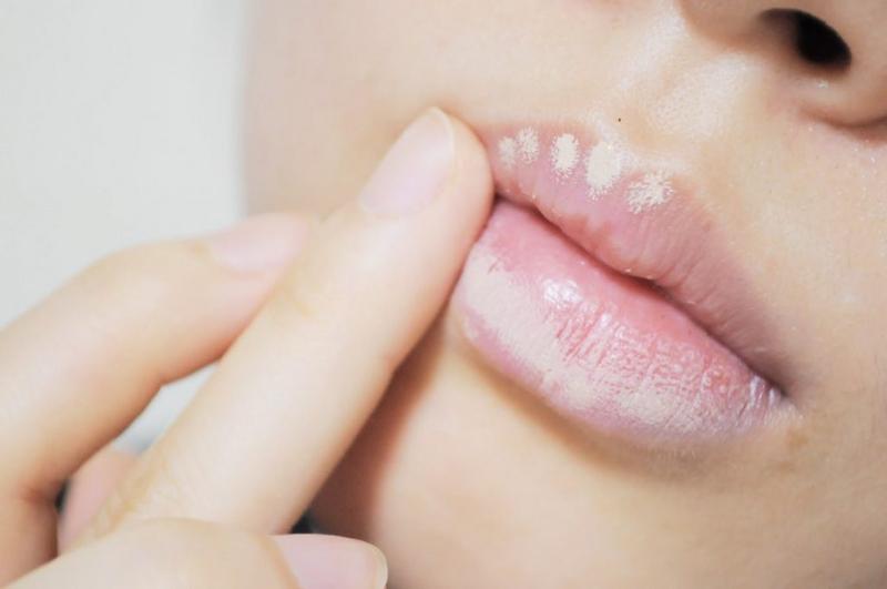 Cách sử dụng kem che khuyết điểm môi