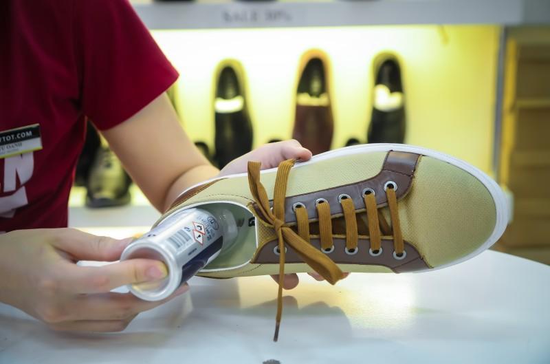 Kinh nghiệm chọn mua chai xịt khử mùi giày
