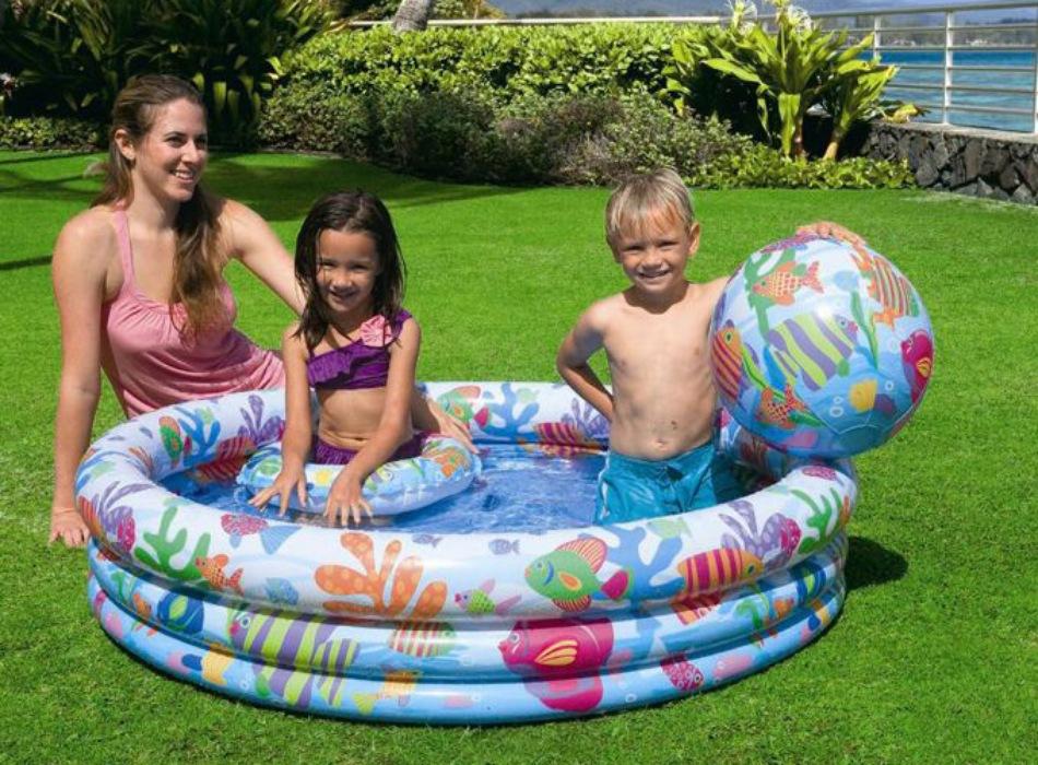 Có nên mua bể bơi cho bé hay không