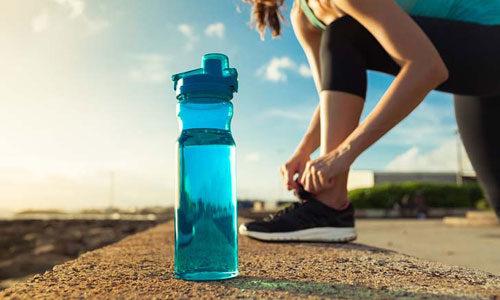Top 5 bình nhựa đựng nước tốt nhất an toàn với sức khỏe người dùng 6