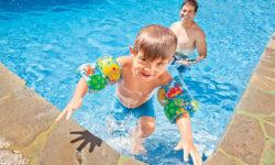 Top 8 phao bơi cho bé tốt và an toàn nhất 2021