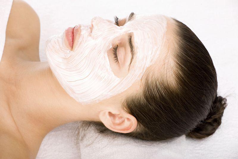 Nên dùng mặt nạ ngủ hay kem dưỡng da ban đêm