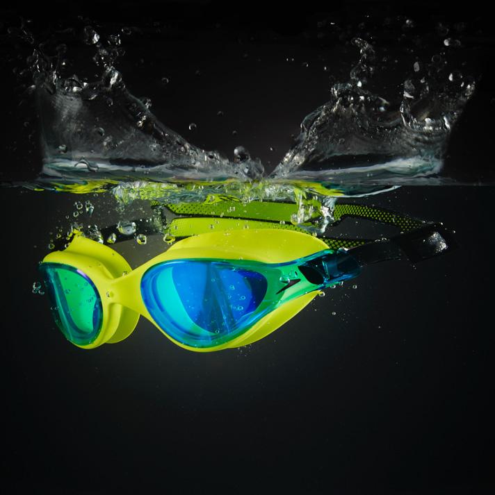 Mắt kính bơi là gì