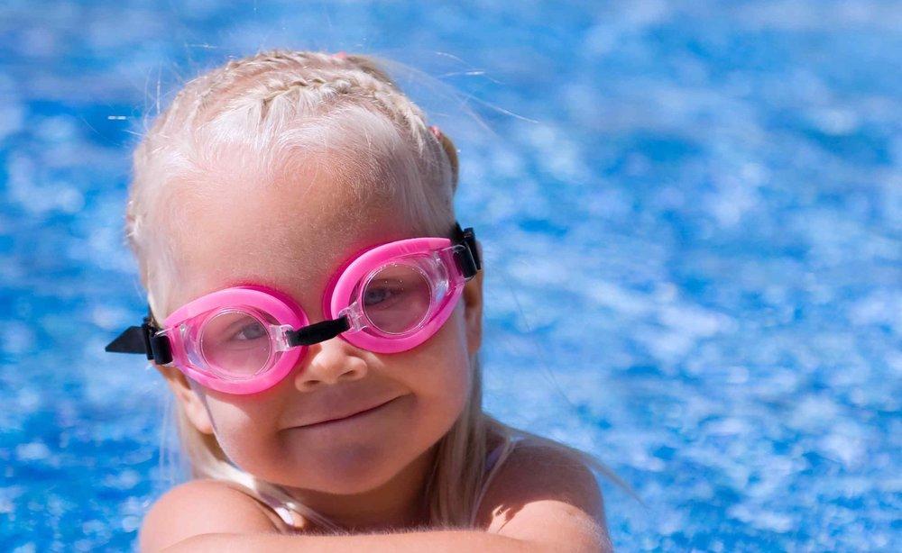 Mắt kính bơi là gì?