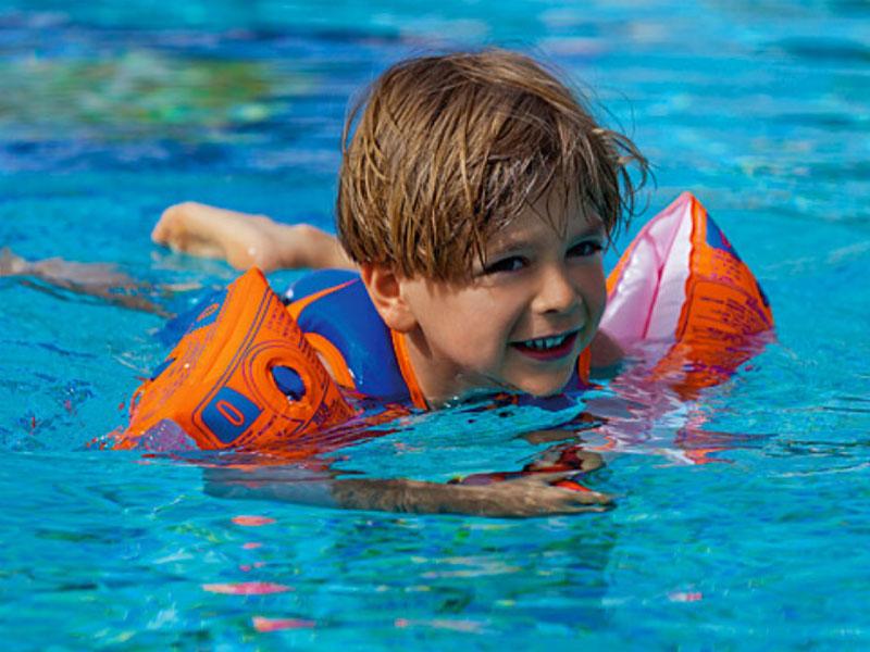 Một vài lưu ý cần biết khi sử dụng phao bơi cho bé