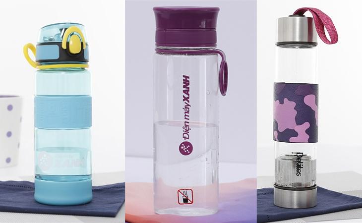 Nên mua bình đựng nước bằng nhựa hay thủy tinh