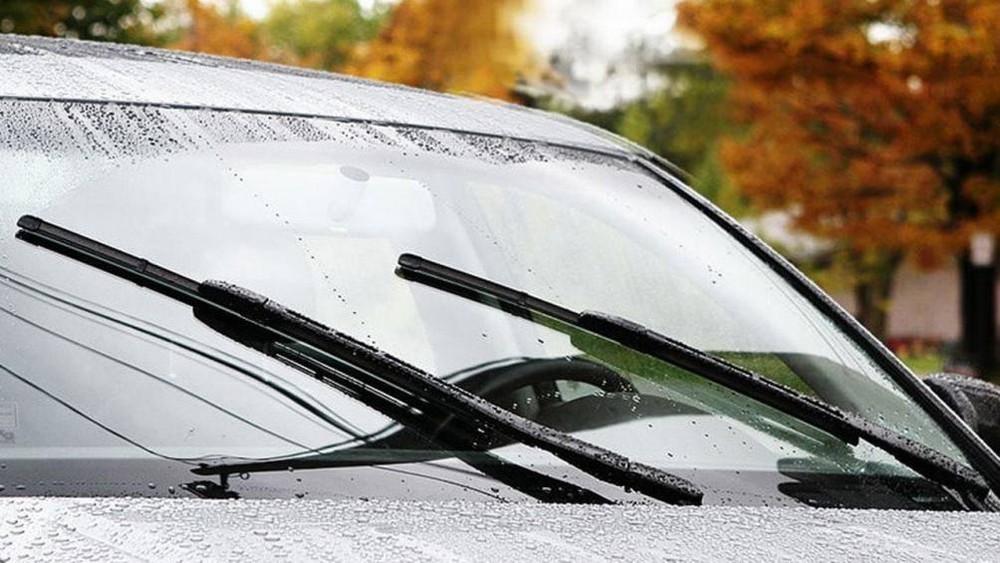 Công dụng của nước rửa kính xe ô tô